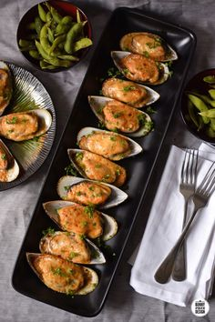 Baked Mayo-Cheese Mussels – Bunny Eats Design Fish Dishes, Seafood Dishes, Fish And Seafood, Fish Recipes, Seafood Recipes, Cooking Recipes, Healthy Recipes, Baked Mussels, Baked Green Mussels Recipe