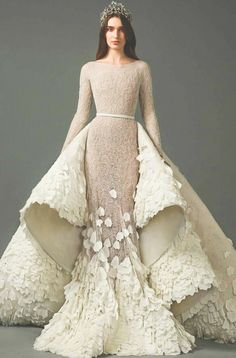 57 Stunning Wedding Dresses With Detachable Skirts - wedding dress with detachable skirt,detachable wedding dress train,wedding dress with detachable ov - Wedding Jumpsuit, Wedding Dress Train, Stunning Wedding Dresses, Beautiful Gowns, Vestido Art Deco, Dress Dior, Mauve Dress, Detachable Wedding Dress, Mode Adidas