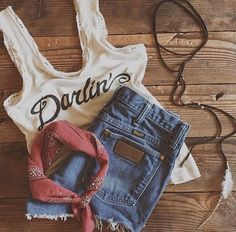 Country Music Festival Outfits Roundup - Collectively Christine I'm so excited for Stagecoach you guys! We are officially less than 3 weeks away and it's time to start planning your cute lil' country outfits! I've rounded up my favorite … Cute N Country, Country Girl Style, Country Fashion, Country Girls, Country Concert Fashion, Country Jam, Hip Hop Outfits, Outfits Casual, Summer Outfits