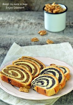Hungarian Braided Bread with Walnuts and Poppy Seeds Empanadas, Braided Bread, Family Meals, Family Recipes, Dessert Recipes, Desserts, Delish, Bacon, Bakery