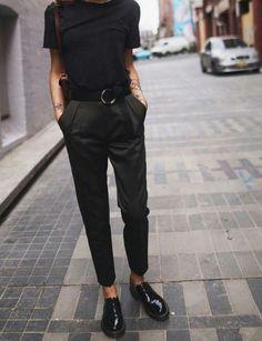 Topshop trousers, Dr Martens shoes, Zara plain t-shirt Doc Martens Outfit, Doc Martens Oxfords, Mode Outfits, Casual Outfits, Fashion Outfits, Dr. Martens, Doc Martens Low, Estilo Tomboy, Moda Formal
