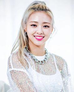 Photo album containing 8 pictures of Yuna South Korean Girls, Korean Girl Groups, K Pop Star, Fandom, Recent Events, Korean Celebrities, New Girl, Pop Group, Girl Crushes
