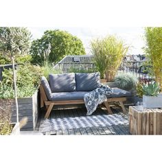Tuin loungebank, armleuningen neer te klappen Outdoor Sofa, Outdoor Living, Outdoor Decor, Garden Furniture, Outdoor Furniture Sets, Single Beds With Storage, Rooftop Garden, Industrial House, Backyard Patio
