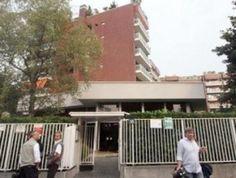 Milano, precipitano dall'ultimo piano di un palazzo: morti una 19enne e un ventenne
