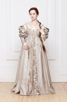 Renaissance Italian woman dress century by RoyalTailor Lucrezia Borgia… Italian Renaissance Dress, Mode Renaissance, Costume Renaissance, Renaissance Clothing, Renaissance Fashion, Medieval Dress, 1500s Fashion, Victorian Fashion, Short Beach Dresses