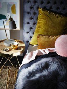 gold-velvet-cushions