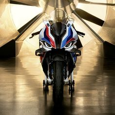 BMW M1000RR Motos Bmw, Bmw Sport, R65, Darth Vader, Sports, Fictional Characters, Bmw Motorcycles, Bikers, Excercise