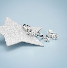Simple yet elegant, the PANDORA Starshine pieces with star-shaped glittering stones are a great choice for everyday wear or more festive occasions. #PANDORAring #PANDORAearrings