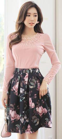 StyleOnme_Blooming Rose Print Flared Skirt #feminine #pink #rose #floral #skirt #springtrend #koreanfashion #seoul #elegant #dailylook #kstyle