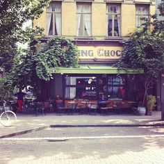 Dansing Chocola - All year around spot. Cosy inside, nice big terrace in the Kloosterstraat. Delicious burgers and pasta with gambas.