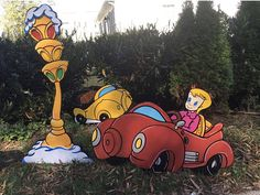 Grinch Yard Art style Traffic and Street lights Grinch Christmas Decorations, Grinch Christmas Party, Christmas Yard Art, Grinch Party, Outdoor Christmas, Christmas Candy, Christmas Projects, Halloween Decorations, Christmas Holidays