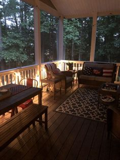 Summer Screened Porch Tour – A Southern Inspired Life - Summer Porch Decor & Front Door Decor Back Porch Designs, Screened Porch Designs, Screened In Porch, Front Porches, Porch With Screen, Screened Porch Furniture, Nautical Porch Decor, Summer Porch Decor, Screened Porch Decorating