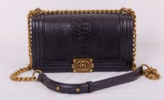 Кожаная сумка CHANEL с выделкой под питона