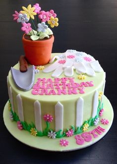 Gardening birthday cake for a gardener! 85th Birthday, Birthday Parties, Birhday Cake, Mom Cake, Garden Cakes, Cake Ideas, Frosting, Food And Drink, Party Ideas