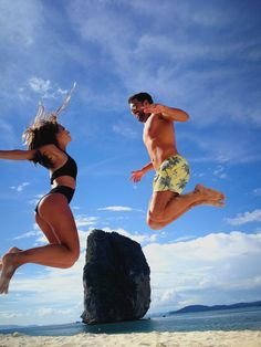 Si quieres viajar a Asia y sueñas con un destino de sol y playa, Tailandia es el lugar perfecto!! Así de bien se lo han pasado Laura y Adrián donde han disfrutado al máximo de las paradisíacas playas de Krabi!