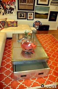 Amaaaaazing rug and trunk    abodelove.blogspo...