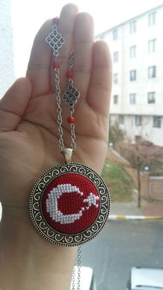 Palestinian Embroidery, Embroidery Designs, Diy And Crafts, Crochet Earrings, Cross Stitch, Beautiful, Jewelry, Chop Saw, Decorated Bottles