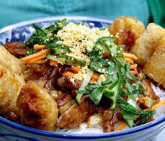 Bo Bun Vietnamien Spicy Recipes, Asian Recipes, Healthy Recipes, Healthy Salads, Vegan Junk Food, Pub Food, Exotic Food, Cooking Light, Winter Food