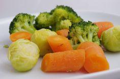 JARO stravování - Na jaře častěji připravujeme zeleninu v páře či vaříme ve vodě místo restování Broccoli, Vegetables, Food, Essen, Vegetable Recipes, Meals, Yemek, Veggies, Eten