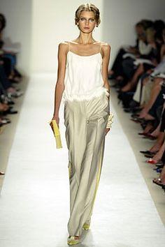 Carolina Herrera Spring 2004 Ready-to-Wear Fashion Show - Hana Soukupova, Carolina Herrera Look Fashion, Runway Fashion, High Fashion, Fashion Show, Womens Fashion, Fashion Design, Street Fashion, Looks Style, Style Me