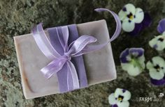10 useful & pretty things to make with lavender from your garden, local farmer's market, or a lavender farm: lavender salve, soap, face cream & more! Lavendar Oil, Lavender Garden, Lavender Soap, Lavender Crafts, Lavender Ideas, Kombucha How To Make, Goat Milk Soap, Soap Recipes, Cold Process Soap