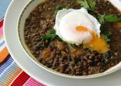 Ovos Pochê e Sopa de Lentilha com Curry e Agrião