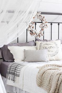 44 Stunning Bedroom Decor And Design Ideas With Farmhouse Style Atemberaubende Schlafzimmer Dekor un Fall Bedroom, Cozy Bedroom, Home Decor Bedroom, Girls Bedroom, Bedroom Ideas, Bedroom Designs, Bedroom Simple, Modern Bedroom, Garage Bedroom