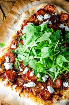 Spicy Chorizo Pizza with Caramelized Onions, Goat Cheese Gormet Pizza, Spicy Pizza, Healthy Pizza, Gourmet Pizza Toppings, Pizza Flavors, Vegetable Pizza Recipes, Pizza Recipes Chorizo, Flatbread Recipes, Easy Cooking