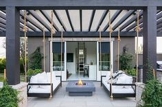 Oversized swing beds hang from pergola Backyard de. Oversized swing beds hang from pergola Backyard design ideas Oversized swing bed Oversized swing bed Outdoor Pergola, Wooden Pergola, Backyard Pergola, Backyard Landscaping, Pergola Swing, Small Pergola, Corner Pergola, Pergola Curtains, Mosquito Curtains