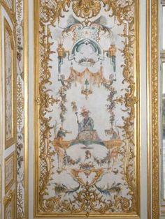 Pièce aux décorations d'animaux d'inspiration chinoise, la Grande Singerie du château de Chantilly a subit une grande restauration en 2007. Suite à une multitude de réparations depuis le milieu ... #maisonAPart