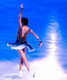 Figure Skating Costumes, Figure Skating Dresses, Russian Figure Skater, Alina Zagitova, Medvedeva, Ice Skaters, Backyard Patio Designs, Ice Queen, Roller Skating