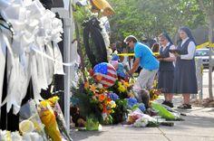 米南部サウスカロライナ州チャールストンの黒人が多く集う教会で9人が殺害された銃乱射事件を受け、オバマ大統領は18日、他の先進国で銃を使った重大事件が米国ほど頻繁に起きる場所はないとして、「私たちの力でどうにかしなければいけない」と訴えた。