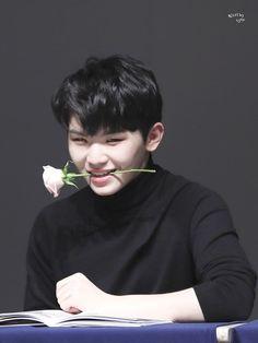 Seventeen Woozi