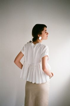 BACK FRILL T/S|TOPS(トップス)|CLANE OFFICIAL ONLINE STORE Fashion Details, Fashion Design, Street Style Summer, Fashion 2020, Style Me, Casual Outfits, Cold Shoulder Dress, Ruffle Blouse, Womens Fashion