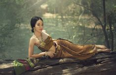 Thai Traditional Costume - Beautiful Thai girl in Thai traditional costume Thai Traditional Dress, Traditional Fashion, Traditional Outfits, India Beauty, Asian Beauty, Asian Woman, Asian Girl, Thai Dress, Brunette Woman