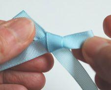 Scrapbooking embellishments embellissements de scrap on - Comment faire un noeud papillon avec un ruban ...