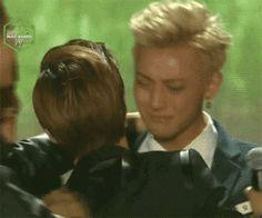 awn so sweet :3 #Tao's crying, poor babyy<3 #exo