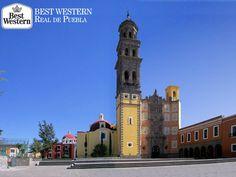 EL MEJOR HOTEL DE PUEBLA El Templo de San Francisco de Asís es el más antiguo de Puebla, cuenta con una hermosa fachada churrigueresca de cantera y se combina con el estilo barroco poblano de ladrillo cocido y azulejo de talavera. No puede dejar de conocerlo en su próxima visita a Puebla. Le invitamos a hospedarse en Best Western Real de Puebla donde le garantizamos una estancia placentera y el mejor de los servicios. #bestwesternhotelrealdepuebla