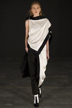 Thomas Tait - Autumn/Winter 2015-16 Ready-To-Wear - LFW (Vogue.co.uk)