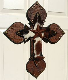 Western Cowhide Stacked Cross by DiaMorDecor on Etsy Wooden Crosses, Crosses Decor, Wall Crosses, Decorative Crosses, Corrugated Tin, Cross Wreath, Sign Of The Cross, Crackle Painting, Cross Art