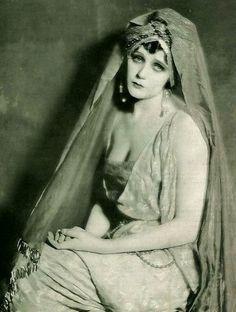 images of barbara lamarr | Barbara Lamarr | Vestidos de película II | Pinterest