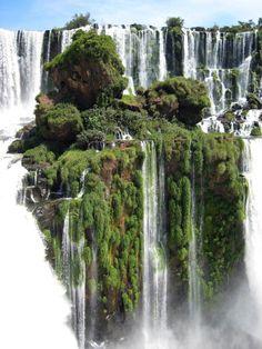La Isla Cascada en las Cataratas del Iguazú