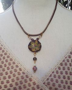 Herfstkriebels😊#Boho #beaded #resin #bottlecap #necklace #flower #herfstkleuren #vintage look#suede