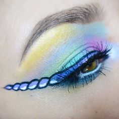 tendances beauté merveilles unicorn eyeliner Tendances Beauté, Maquillage  Yeux Halloween, Maquillage Licorne, Maquillage