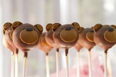 Cake pops at a Teddy Bear Picnic #teddybearpicnic #cakepops