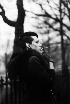 Ivy in the Garden, Boston, 1973 - Nan Goldin - Gelatin silver print Nan Goldin Photography, Art Photography, Digital Photography, Street Photography, Fashion Photography, Boston Garden, Graffiti, Harvard Art Museum, Impressionism