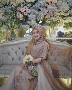 Syari Bride by 💐 Muslim Wedding Gown, Kebaya Wedding, Muslimah Wedding Dress, Muslim Brides, Wedding Hijab, Pakistani Wedding Dresses, Wedding Bride, Bridal Dresses, Wedding Gowns