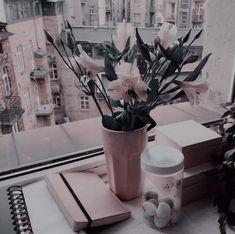 pin;; sukiyai♡ Aesthetic Roses, Peach Aesthetic, Brown Aesthetic, Aesthetic Themes, Aesthetic Images, Aesthetic Backgrounds, Retro Aesthetic, Aesthetic Photo, Aesthetic Wallpapers