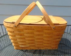 Vintage Picnic Basket with Removable Basket Tray