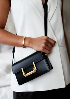 YSL Saint Laurent bag / street style fashion #desginerbag #luxury #streetstyle #fashion #ysl #saintlaurent #yslbag / Instagram: @fromluxewithlove